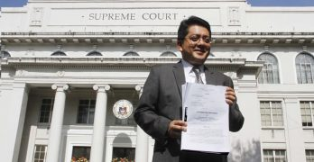 Poe wants SC justices to inhibit from Comelec DQ case