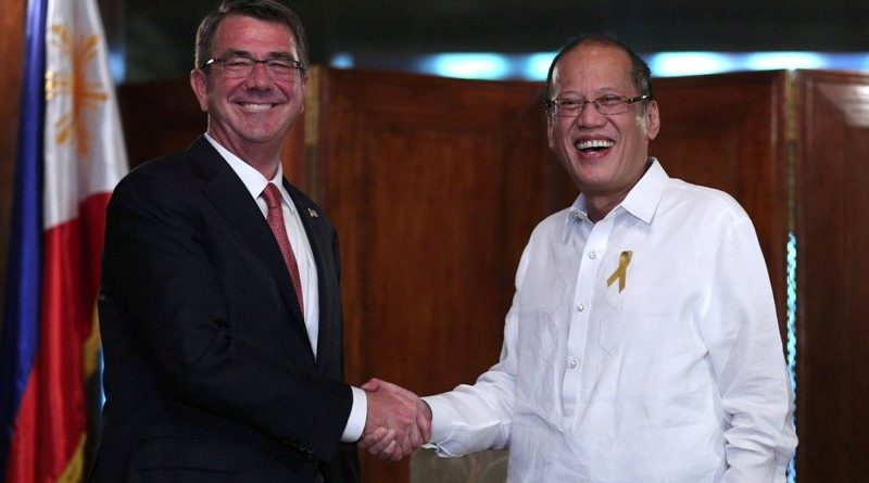 President Benigno S. Aquino III welcomes U.S. Defense Secretary Ashton Carter during the courtesy call at the President's Hall Malacañang Palace (April 14, 2016). (Photo by Joseph Vidal / Malacañang Photo Bureau)