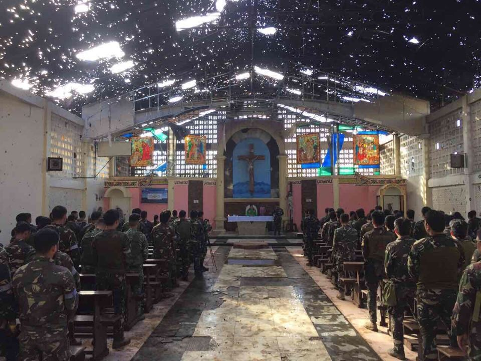 Mass celebrated again in Marawi cathedral, first since war erupted