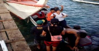 Coast Guard rescues 8 from capsized motor banca